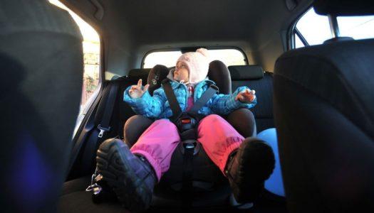 Запретили оставлять детей в машинах без взрослых