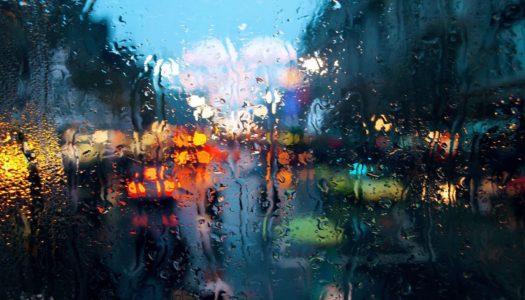 Как ездить в дождь: основные правила