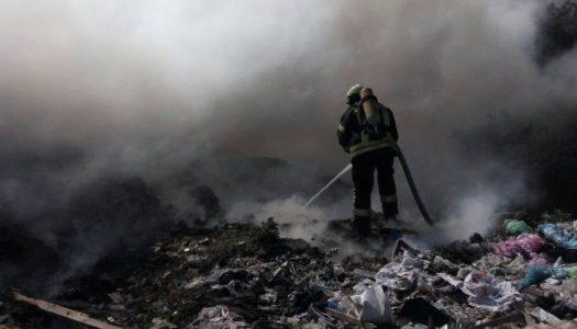 Пожарные потушили открытый огонь на полигоне ТБО в Татарстане